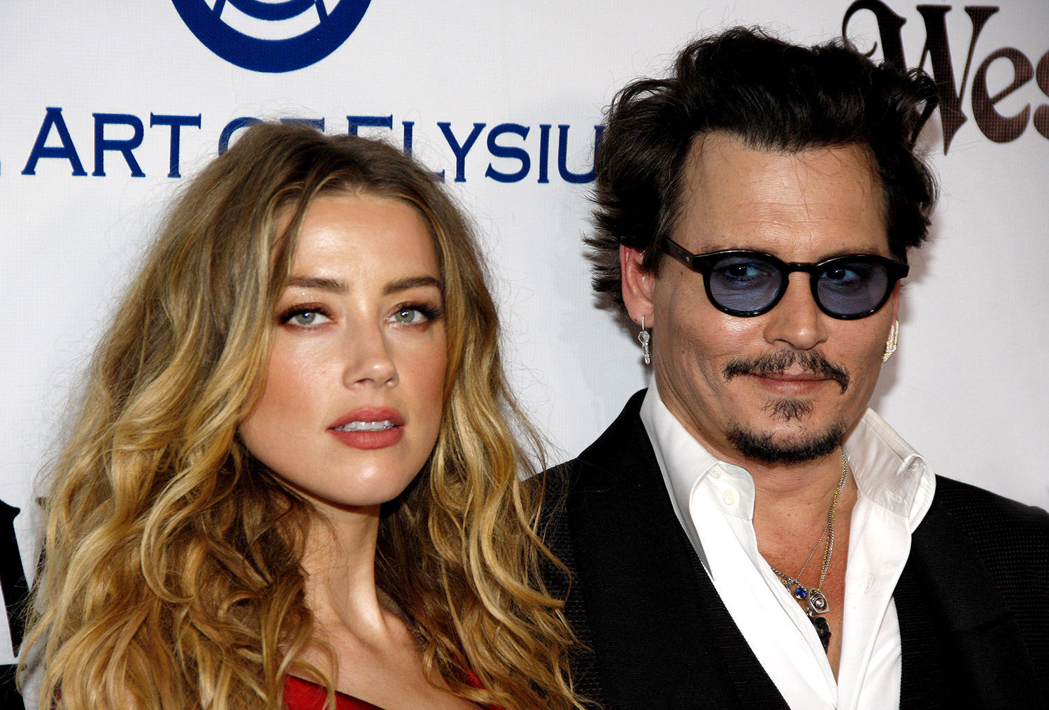 Johnny Depp beat his wife's face with iPhone (photo)