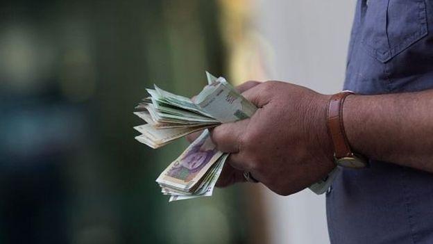 В банках и ресторанах Женевы из туалетов «выплыло» 100 тысяч долларов
