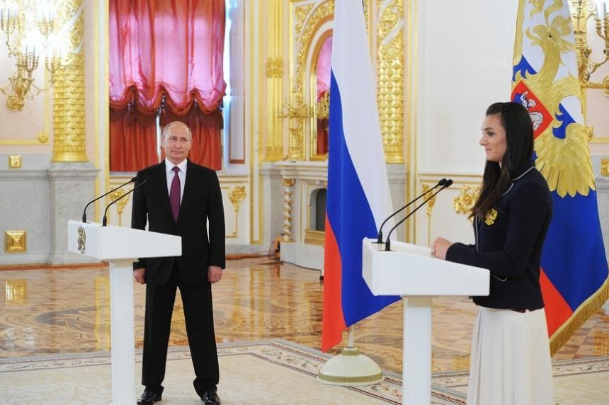 Соцсети взорвал странный поступок Путина и Исинбаевой: опубликовано видео