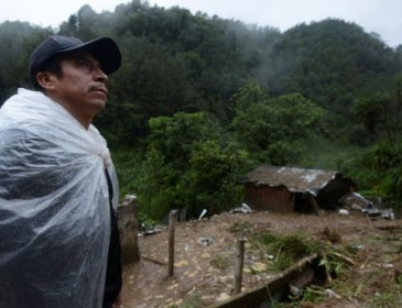 Tropical Storm Earl: Landslides kill six in Mexico