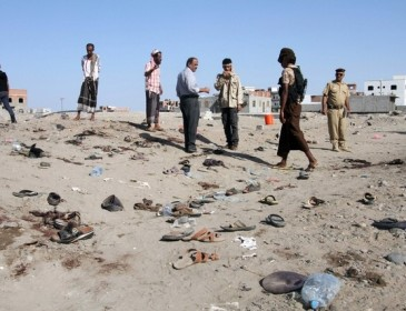 Yemen soldiers queuing for salaries killed in suicide attack