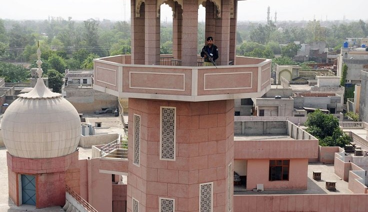 Pakistan: Mob attacks and torches mosque of persecuted Ahmadi sect