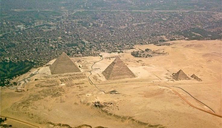 Giza Pyramids bomb attack kills police officers