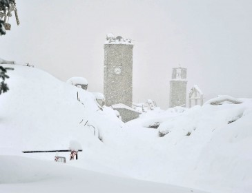 Hot news. Dozens feared dead in Italy avalanche