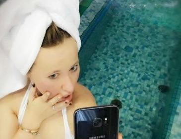 Молодая мама Ксения Собчак похвасталась пышным бюстом в бикини
