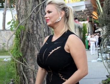 Уже не секси? Анну Семенович снова раскритиковали за внешний вид на отдыхе