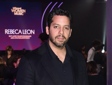 US magician David Blaine shoots himself in the mouth as 'bullet catch' stunt goes wrong