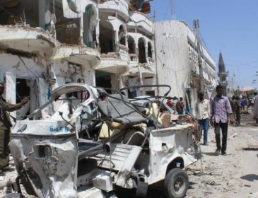 15 dead after Islamists storm Mogadishu hotel