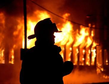 Мощный пожар на заводе на Филиппинах: более 100 пострадавших (фото)
