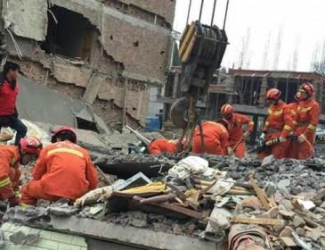 В Китае обрушились жилые дома, девять погибших