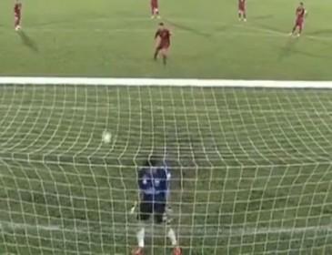 Вратарь дисквалифицирован на два года за то, что ловил пенальти спиной (ВИДЕО)