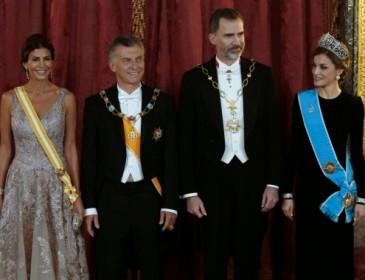 Бесстыдная: жена президента Аргентины засветила грудь в наряде с глубоким декольте (ФОТО)