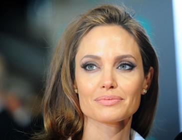 Анджелина Джоли планирует увезти семью из США