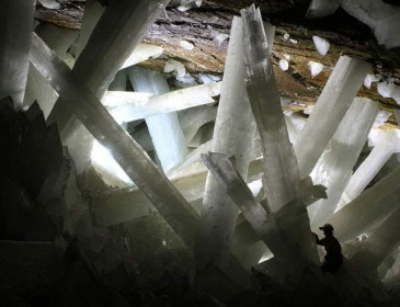 Вот это да! Внутри древних кристаллов ученые обнаружили уникальную находку