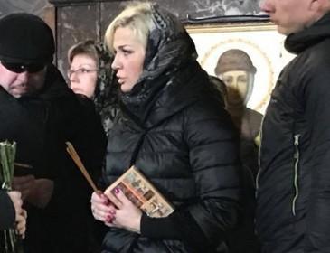 Максакова оконфузилась на похоронах мужа
