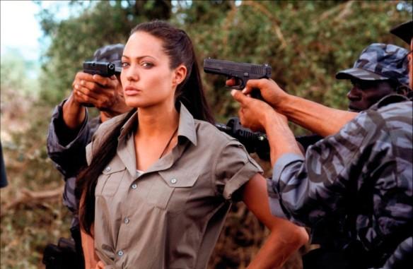 Анджелину Джоли проверили на наркотики