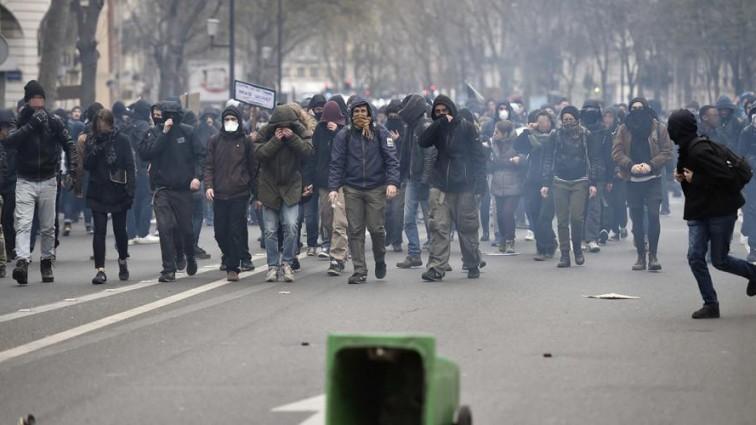 Полицейское насилие на улицах Парижа продолжается!