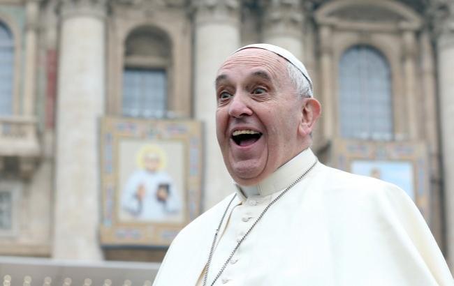 Зачем девочка «свиснула» шапочку у Папы Римского, вы будете шокированы узнав правду!