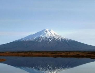 На Камчатке начал извергаться спящий 200 лет вулкан