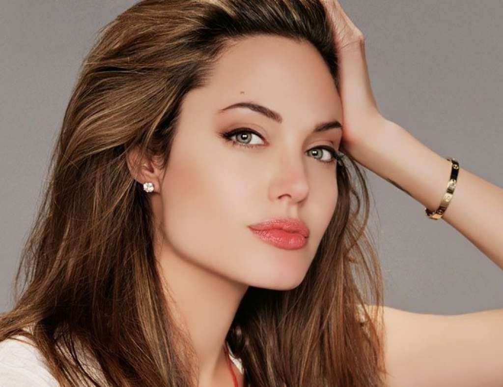 Angelina-Jolie-08-1800x2880