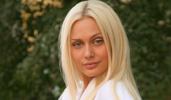 Наталья Рудова не стесняясь показала грудь