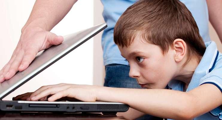 Почему российским детям хотят запретить пользоваться соцсетями?
