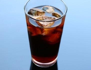 Ученые назвали главную опасность регулярного употребления сладких напитков