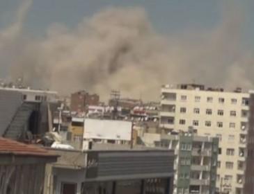 В Турции прогремел мощный взрыв, есть пострадавшие (ВИДЕО)