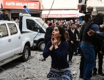 Появились жуткие фото с места взрыва в Турции