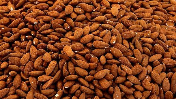 Что произойдет с телом, если съедать 4 ореха миндаля каждый день: интересный эксперимент