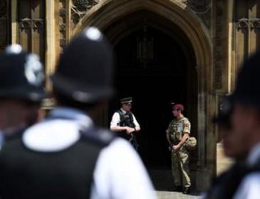 Полиция нашла взрывчатку для последующих терактов в Манчестере