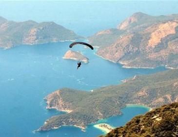 В Турции из-за неудачного прыжка с парашютом погибла россиянка