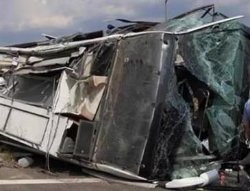 В Китае автобус с туристами попал в ДТП, очень много погибших