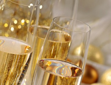 Чем полезны два бокала шампанского в неделю