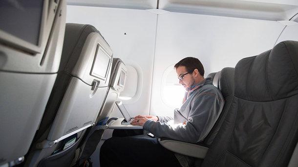 ООН: Ноутбуки в самолетах – это опасно