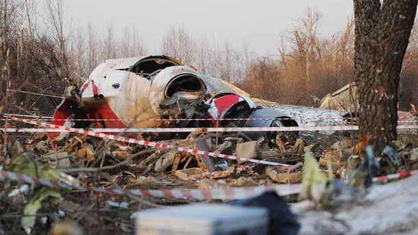 В могиле разбившегося под Смоленском польского генерала нашли останки семи человек