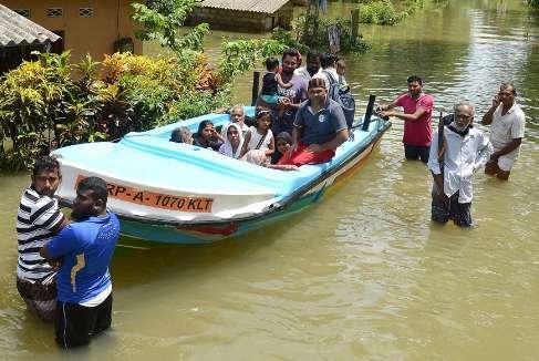 Шри-Ланка уходит под воду: ужасающие кадры бедствия (ВИДЕО)