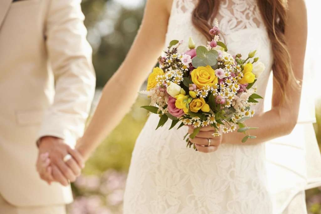 married-couple-bouquet