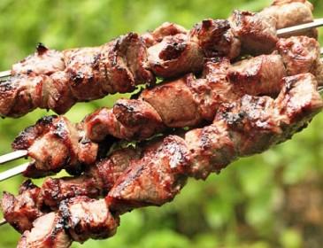 Как правильно мариновать шашлык: Кетчуп и майонез только все портят