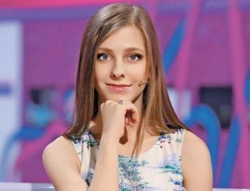 «Дерзкое настроение»: Лиза Арзамасова удивила откровенным нарядом. Лучше платья не найти!