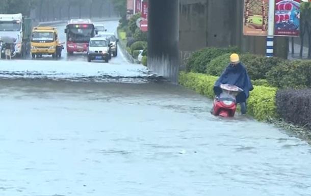 В Китае от наводнения пострадали более 220 тысяч человек