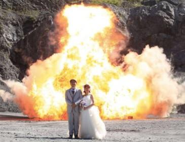 Такого вы точно не видели: Грандиозная свадебная фотосессия на фоне взрывов!
