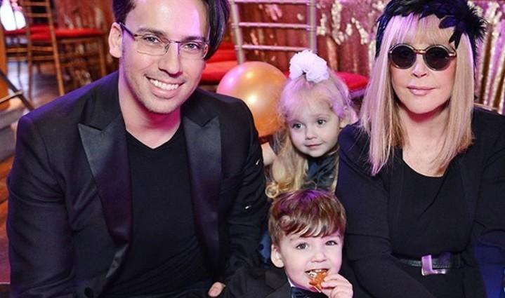 «Как трогательно»: Максим Галкин показал как Лиза и Гарри поздравили его с днем рождения. Милость зашкаливает!