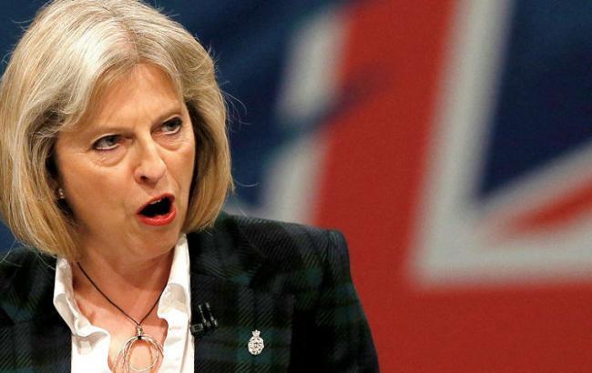«Люди очень обозленные»: Мэй требуют отправить в отставку из-за пожара в Лондоне