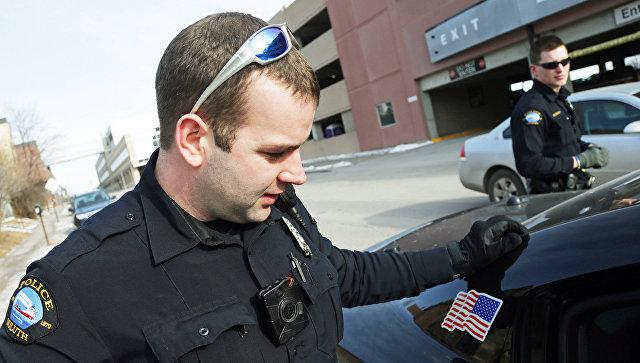 Американец сделал предложение девушке во время своего задержания полицейскими (ФОТО)