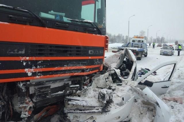 Вот так не розменулись: Столкновение двух грузовиков привело к мощному взрыву