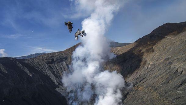 Срочно! В Италии разбушевался вулкан: горят леса, туристы спасаются бегством