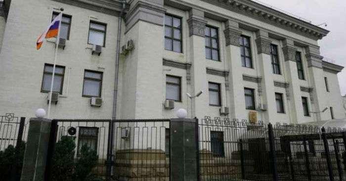 В российском посольстве произошел взрыв!