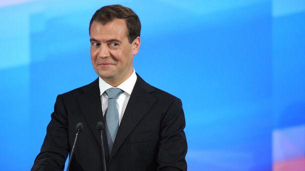 «Мальчик потерался»: Медведев отличился странным поведением на похоронах экс-лидера ЕС