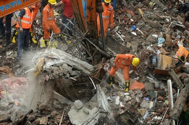 Страшная трагедия! В Индии обрушился дом, многие погибли.